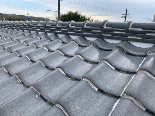 日本瓦の屋根の写真です